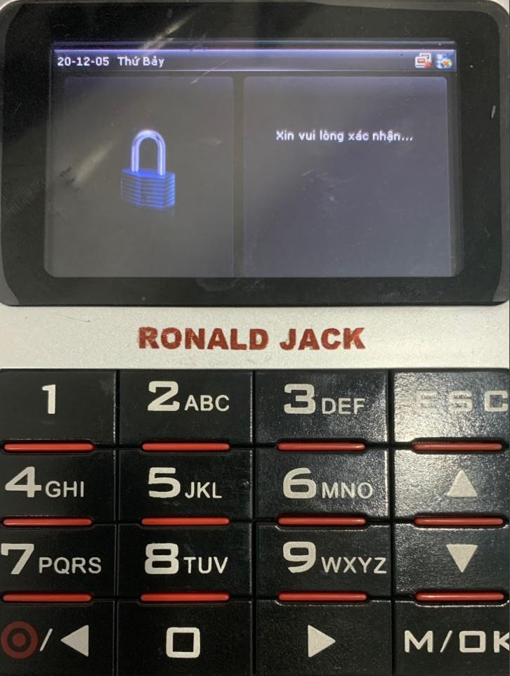 Máy chấm công ronald jack bị khóa mật khẩu quản lý